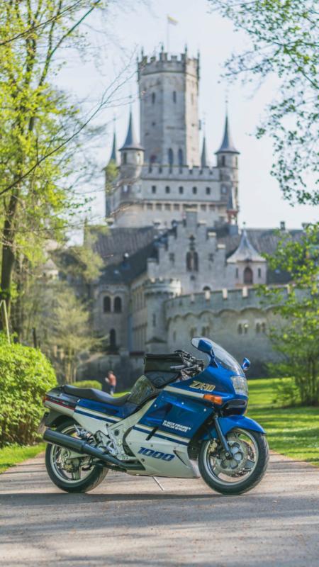 ZX-10 vor der Marienburg